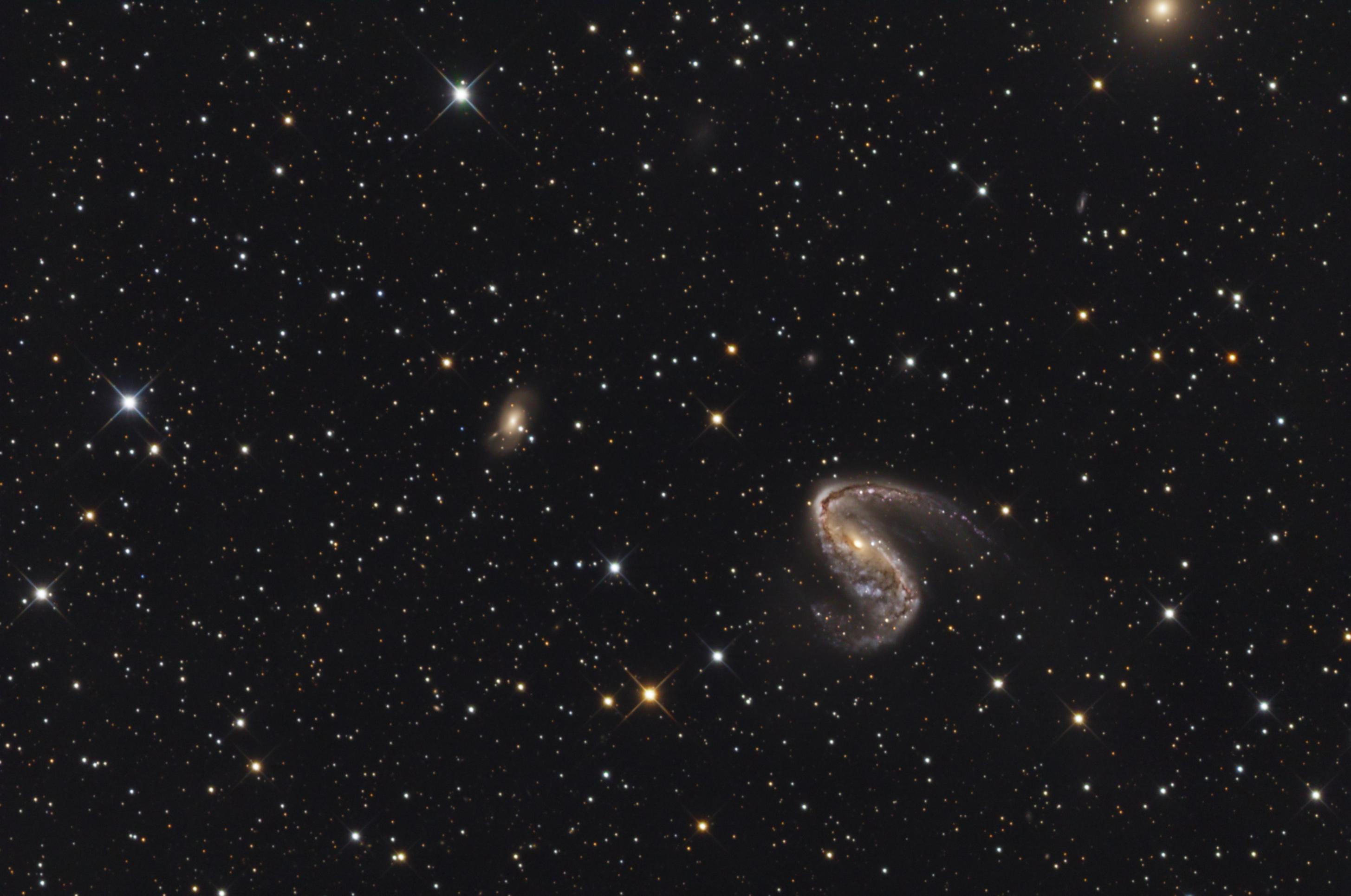 ngc 3 Ngc 3 est une galaxie spirale intermédiaire de magnitude 13,4 elle est située dans la constellation des poissons et elle est distante de 53,4 ± 4,3 mpc (∼174 millions d'al) la base de données nasa/ipac ainsi que le site seds classe ngc 3 comme étant une galaxie lenticulaire (s0.